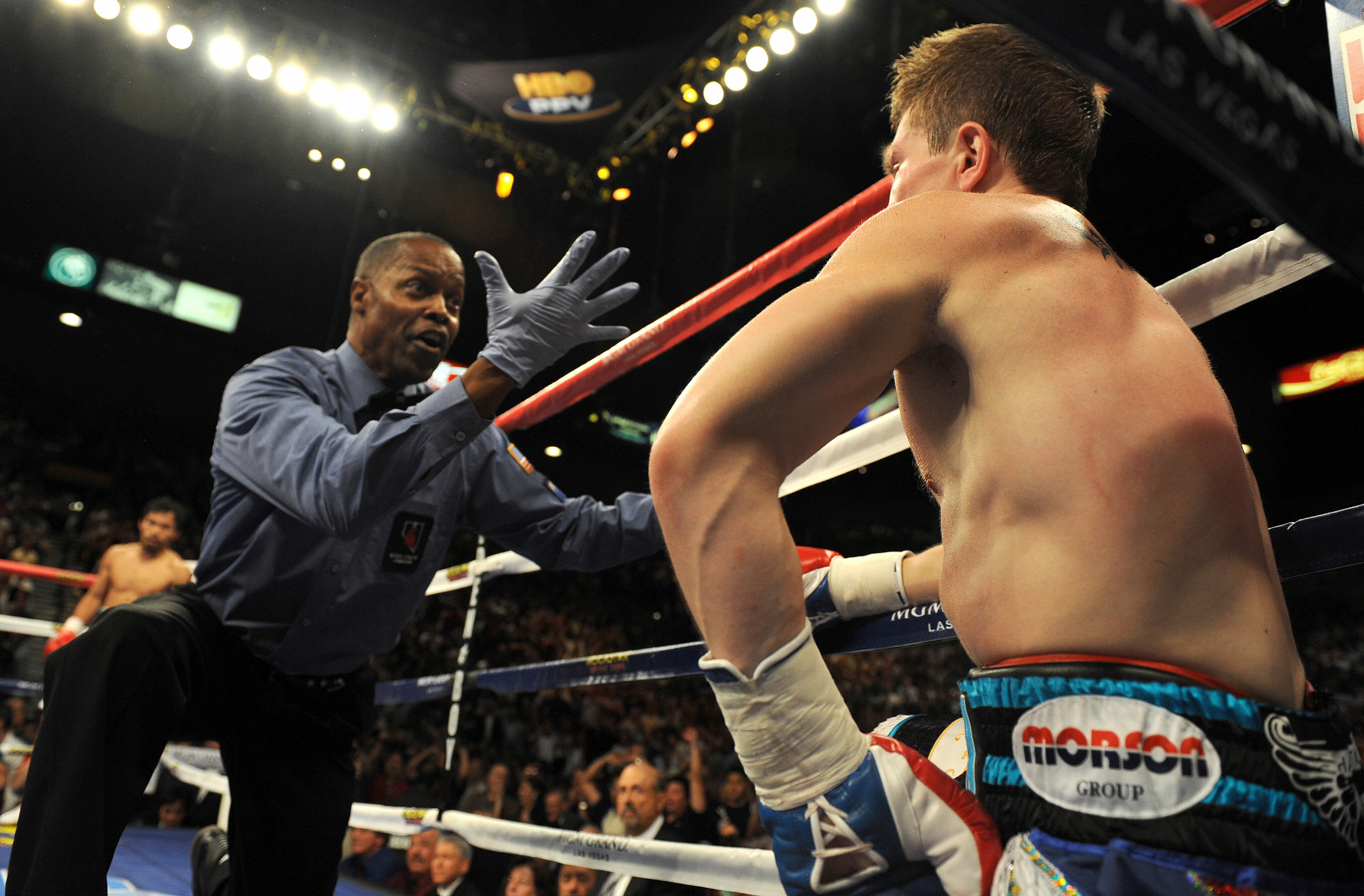 Kenny Bayless counts Ricky Hatton  (Getty)