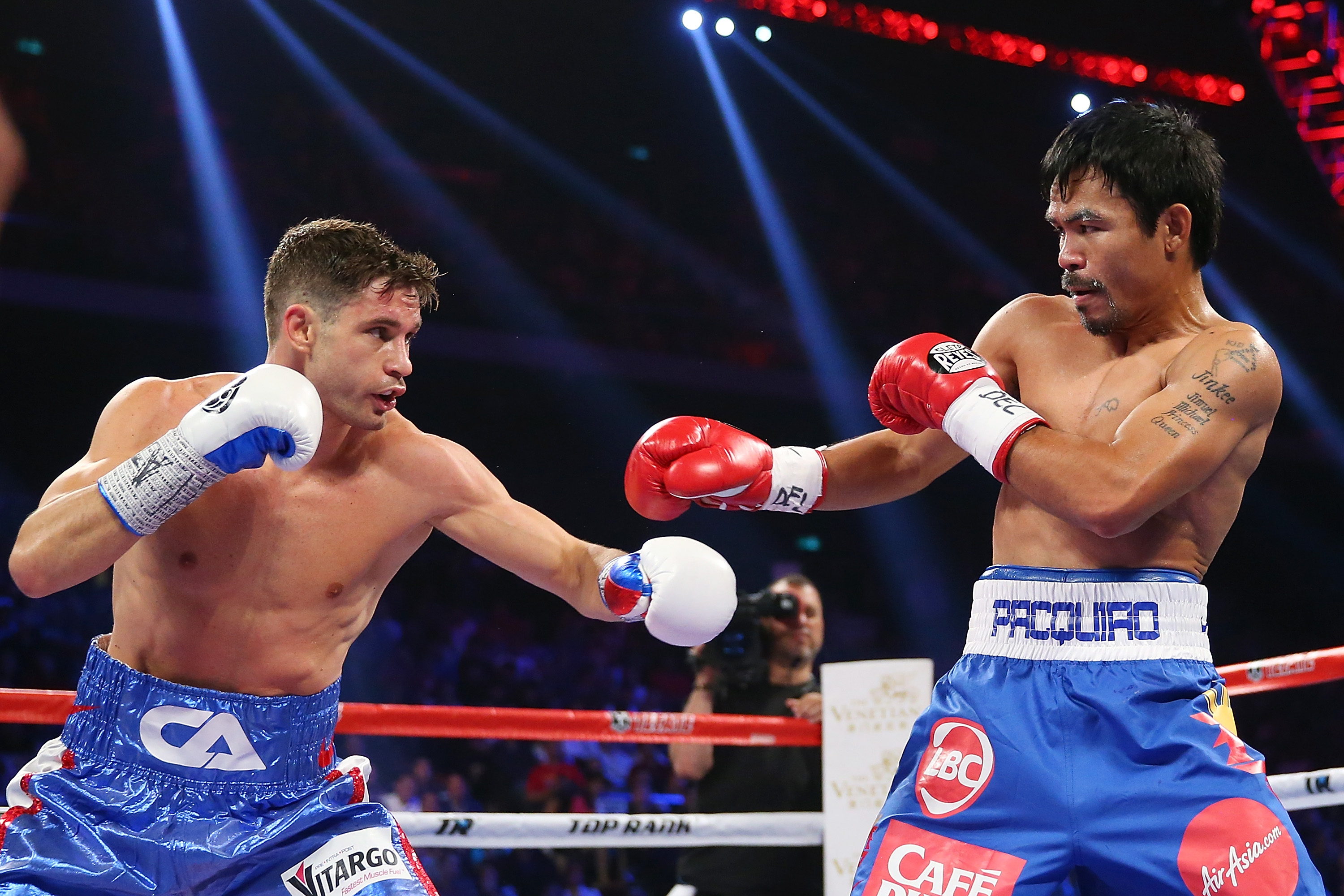 Chris Algieri has a go at Manny Pacquiao  during the WBO world welterweight title at The Venetian on November 23, 2014 in Macau, Macau.  (Getty)