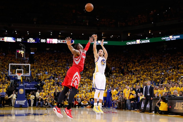Steph Curry shoots a triple against the Rockets in the 2015 NBA Playoffs (Photo by Ezra Shaw/Getty Images)