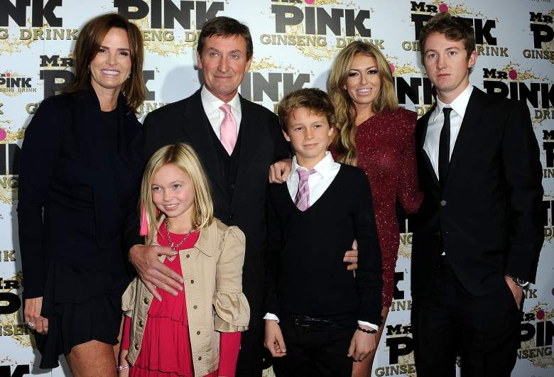 Paulina with her parents and three of her four siblings. (Getty)