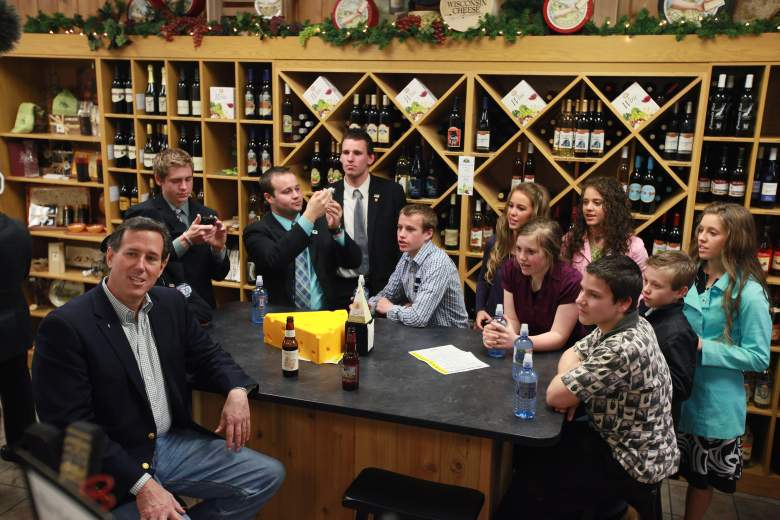 APPLETON, WI - APRIL 02:  Republican Presidential candidate, former Pennsylvania Senator Rick Santorum and his wife Karen have lunch with members of the Duggar family (Getty)