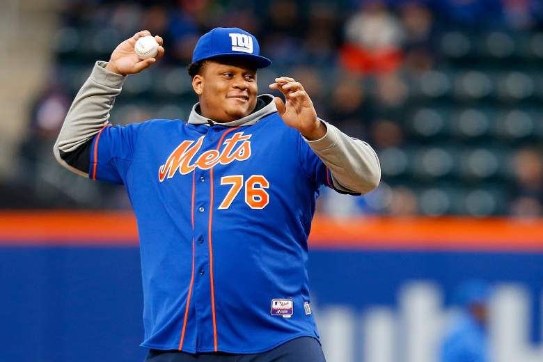 NEW YORK, NY - MAY 01:  New York Giants 9th overall pick in the 2015 NFL Draft Ereck Flowers throws out the ceremonial first pitch prior to the game between the New York Mets and the Washington Nationals at Citi Field on May 1, 2015 in the Flushing neighborhood of the Queens borough of New York City.  (Photo by Mike Stobe/Getty Images)