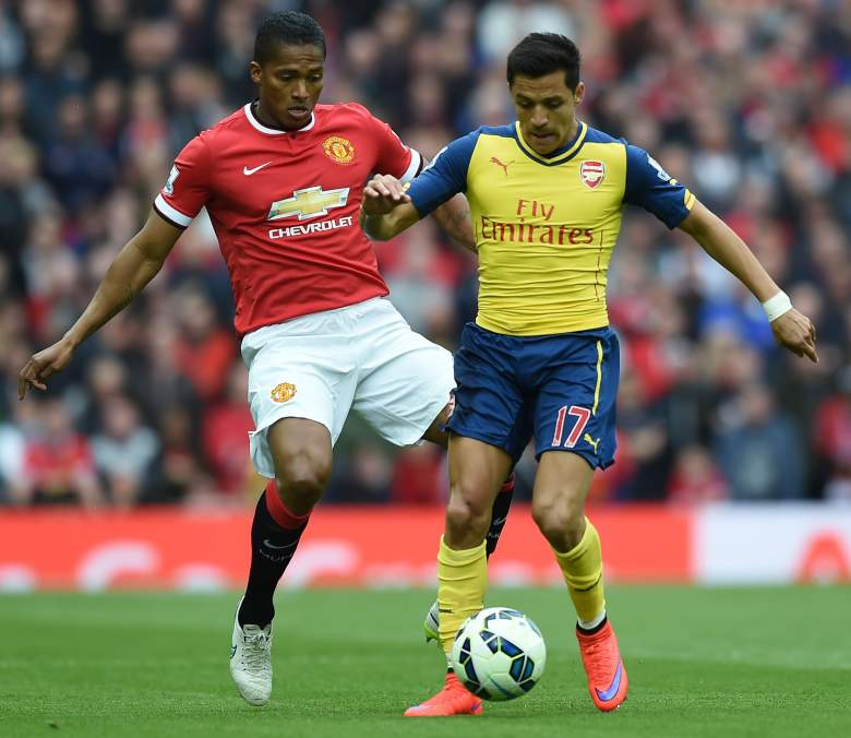 Arsenal's Chilean striker Alexis Sanchez (R) holds off Manchester United's Ecuadorian midfielder Antonio Valencia during the English Premier League football match between Manchester United and Arsenal at Old Trafford in Manchester, northwest England, on May 17, 2015. AFP PHOTO / PAUL ELLIS RESTRICTED TO EDITORIAL USE. No use with unauthorized audio, video, data, fixture lists, club/league logos or live services. Online in-match use limited to 45 images, no video emulation. No use in betting, games or single club/league/player publications (Photo credit should read PAUL ELLIS/AFP/Getty Images)