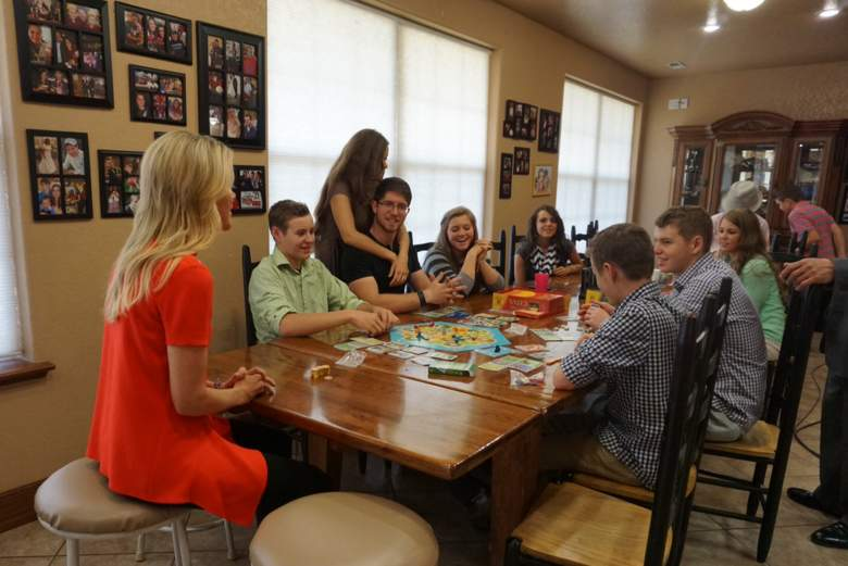 "FOX News Channel's Megyn Kelly sits down with the Duggar children of the TLC program ""19 Kids and Counting""   (Getty)"
