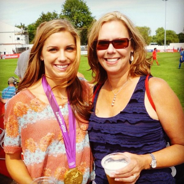 Alex Morgan (L) with her mother, Pam. (Instagram/alexmorgan13)