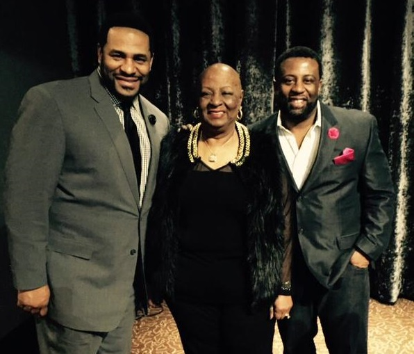 The Bettis brothers joined their mother at breast cancer awareness event earlier this year. (Twitter)