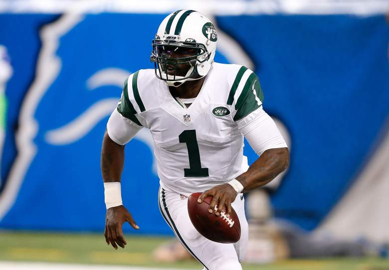 DETROIT, MI - NOVEMBER 24: Michael Vick #1 of the New York Jets scrambles to throw a third quarter first down pass against the Buffalo Bills at Ford Field on November 24 , 2014 in Detroit, Michigan. (Photo by Leon Halip/Getty Images)