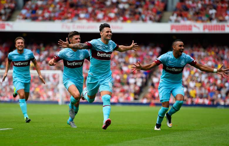 Mauro Zarate (C) and West Ham got off to a dream start with a 2-0 win over Arsenal on Sunday. (Getty)