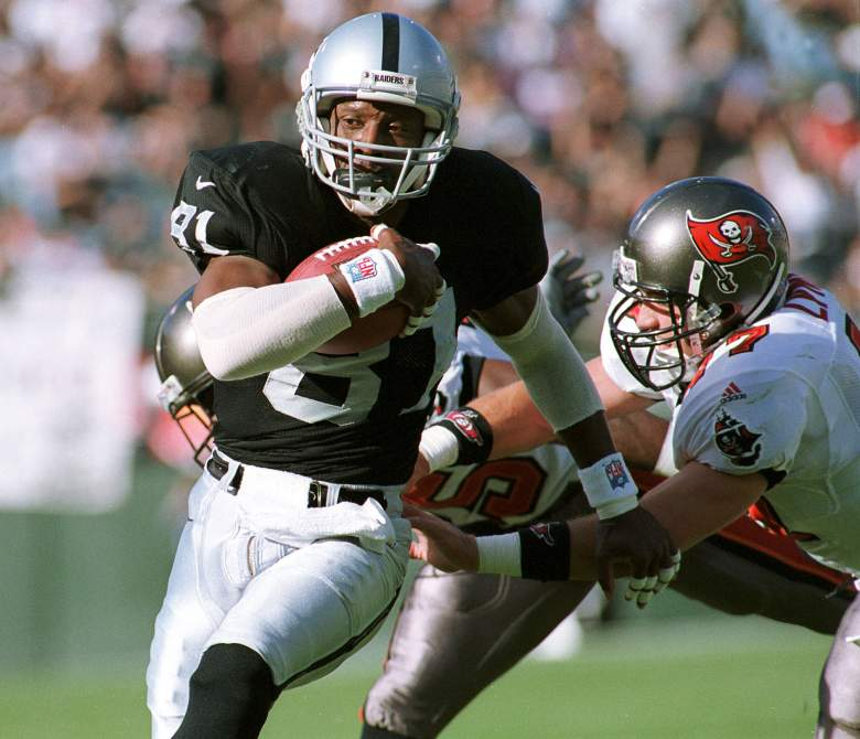 OAKLAND, UNITED STATES:  Oakland Raiders wide receiver Tim Brown (L) eludes a tackle from Tampa Bay Buccaneers safety John Lynch to score the Raiders first touchdown on a pass from Raiders quarterback Rich Gannon 19 December, 1999, in Oakland, California. The Raiders defeated the Bucs, 45-0.  AFP PHOTO/John G. Mabanglo (Photo credit should read JOHN G. MABANGLO/AFP/Getty Images)