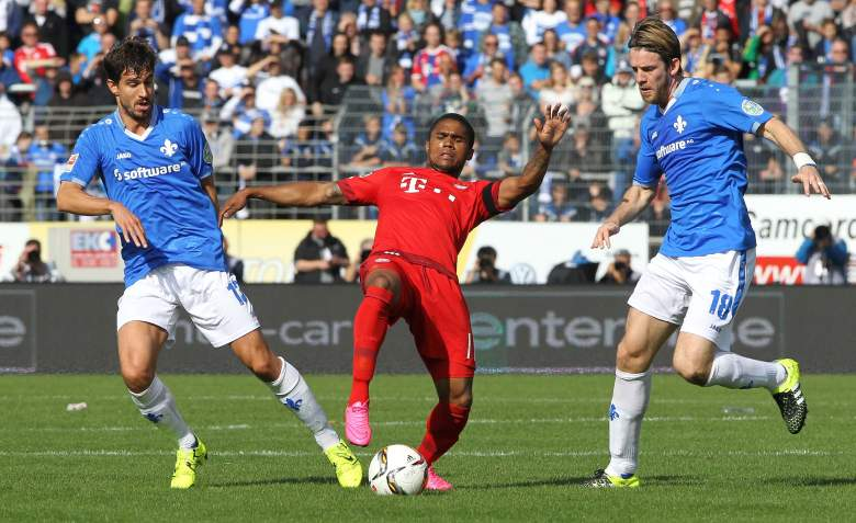 Douglas Costa (C) has settled in quite well with Bayern Munich.
