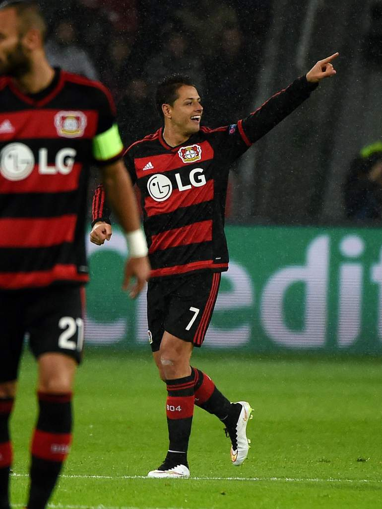 Two goals by Bayer Leverkusen's  Javier Hernandez helped the Germans overcome a 4-2 deficit to AS Roma to draw 4-4. (Getty)