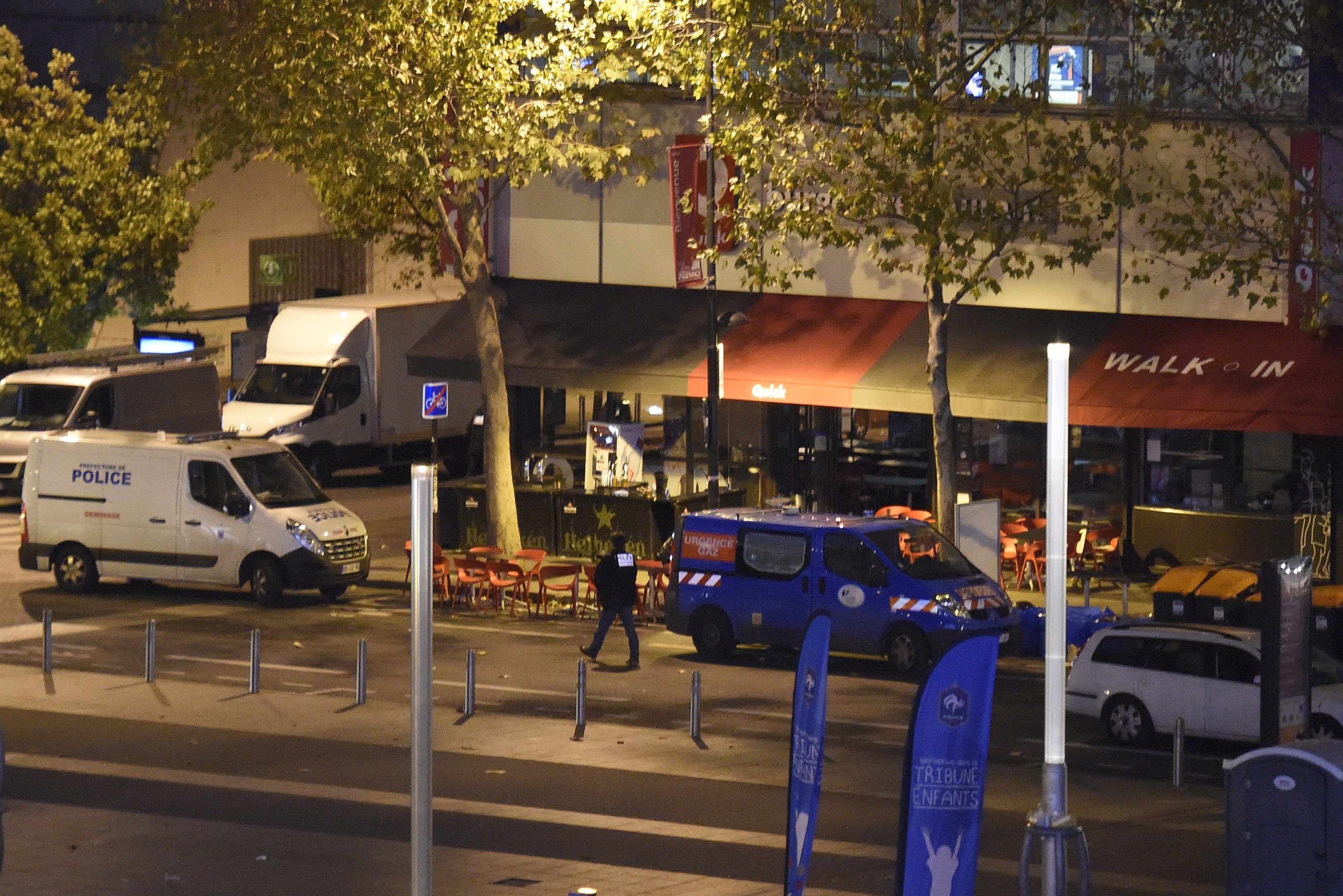 A police car is parked outside a fast food chain restaurant outside the Stade de France. (Getty)