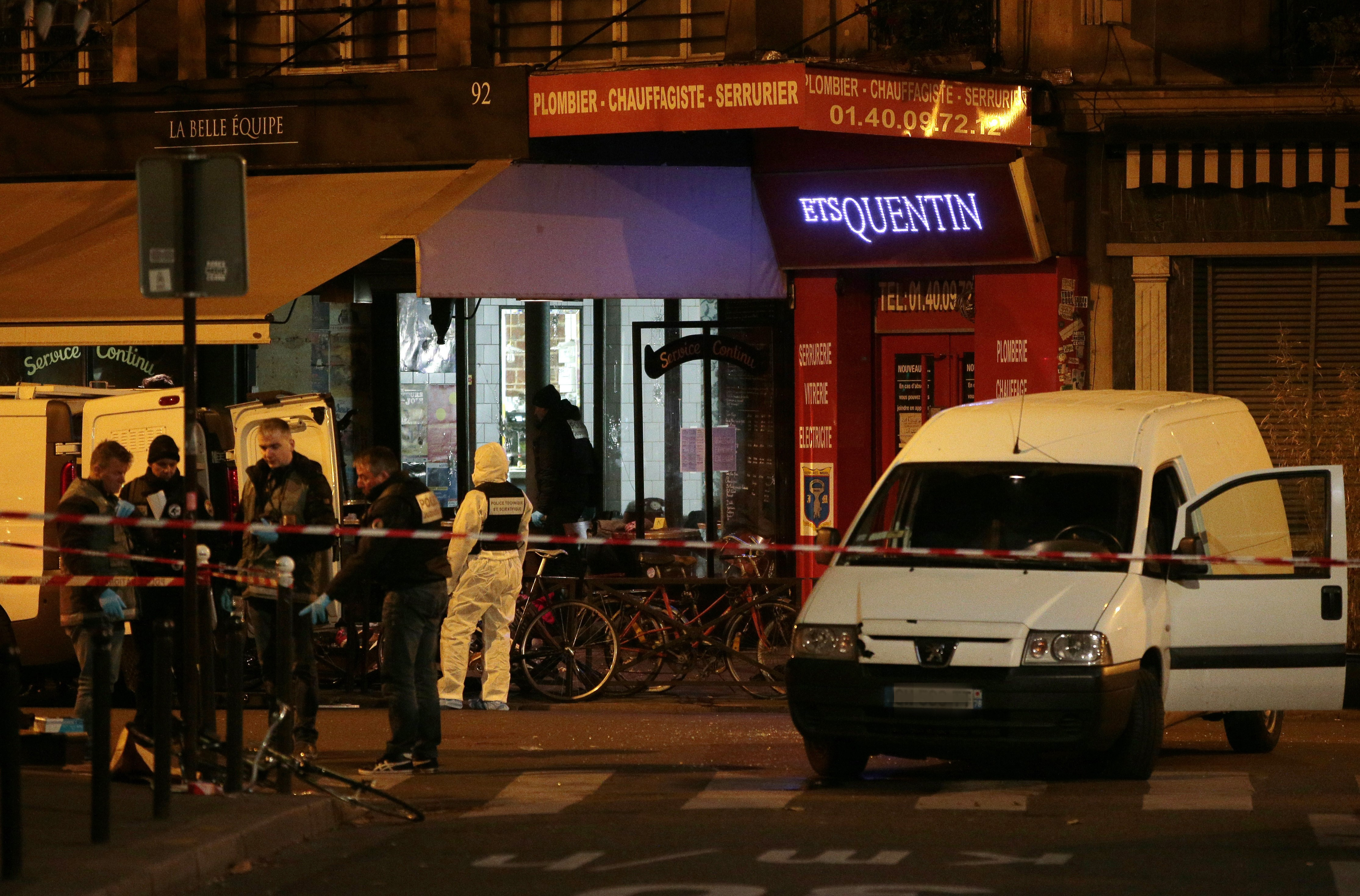 Forensic police search for evidences outside the La Belle Equipe cafe, rue de Charonne. (Getty)