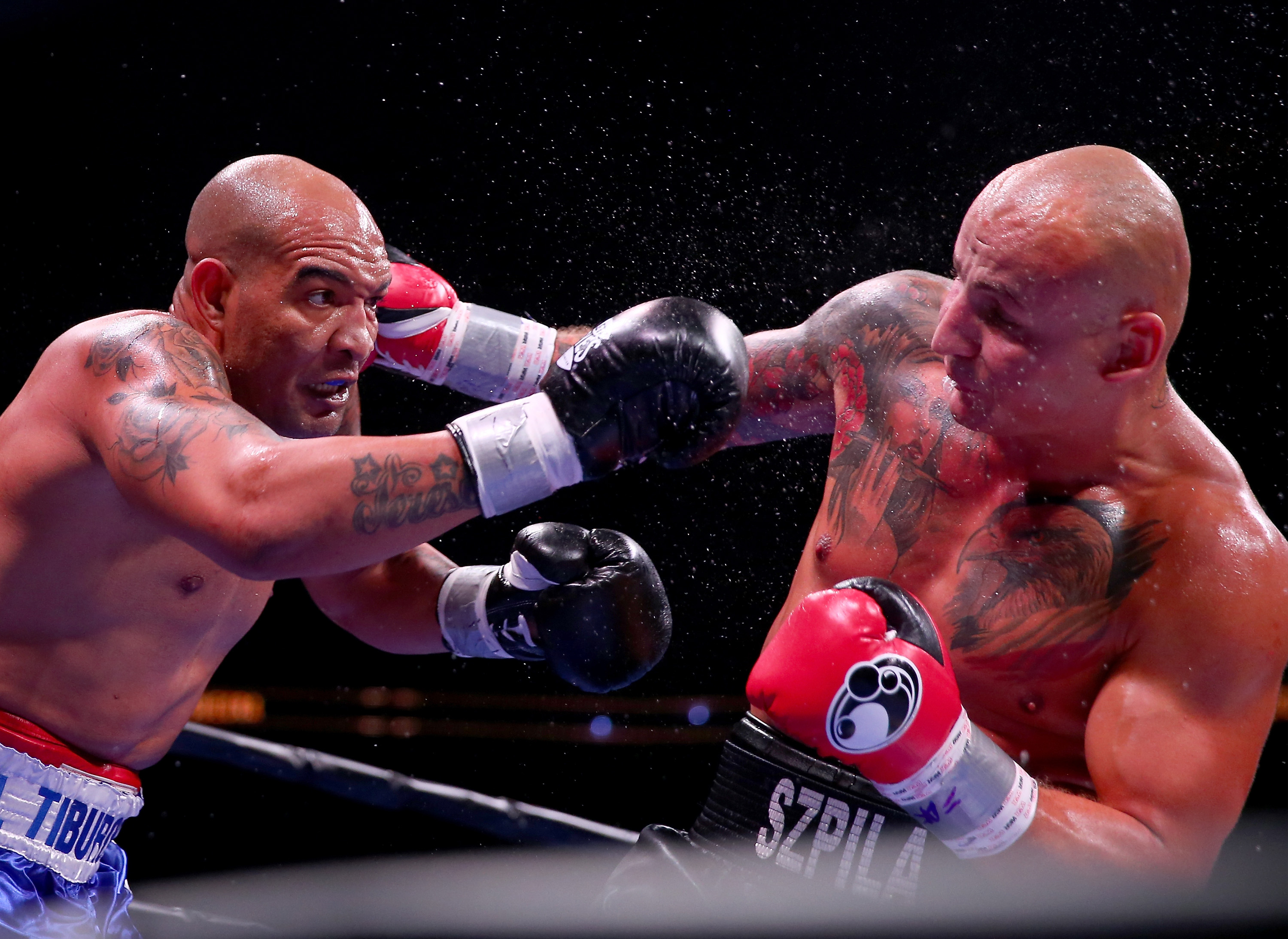 Artur Szpilka (R) in his recent bout against Yasmany Consuegra in August 2015. (Getty)