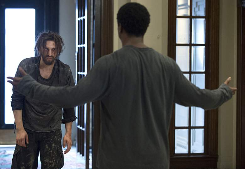 """The 100 -- """"Wanheda: Part One"""" -- Image HU301a_0271 -- Pictured (L-R): Richard Harmon as Murphy and Isaiah Washington as Jaha -- Credit: Cate Cameron/The CW -- © 2015 The CW Network, LLC. All Rights Reserved"""