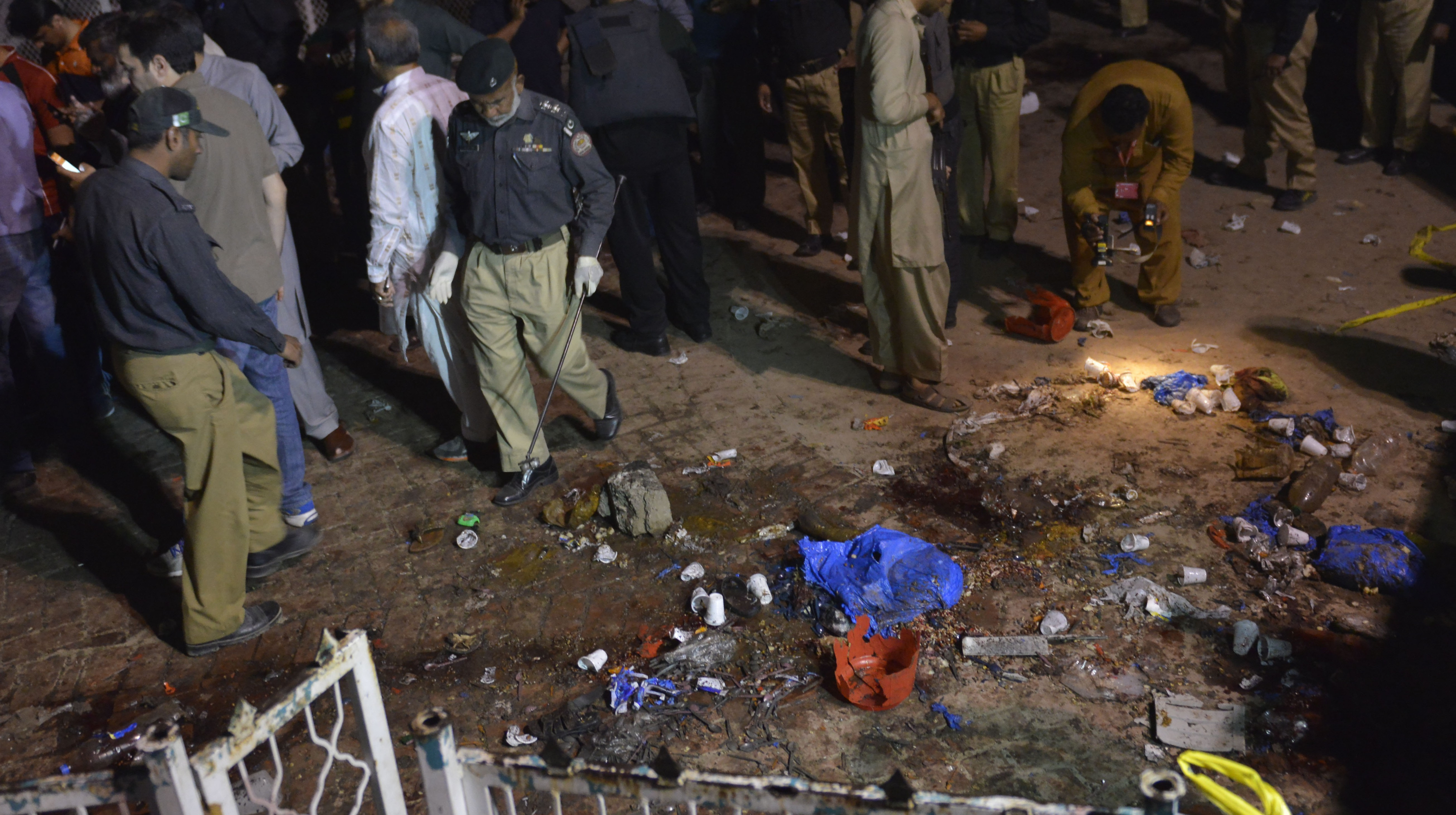 Pakistani rescuers and officials gather at a bomb blast site in Lahore on March 27, 2016. (Getty)