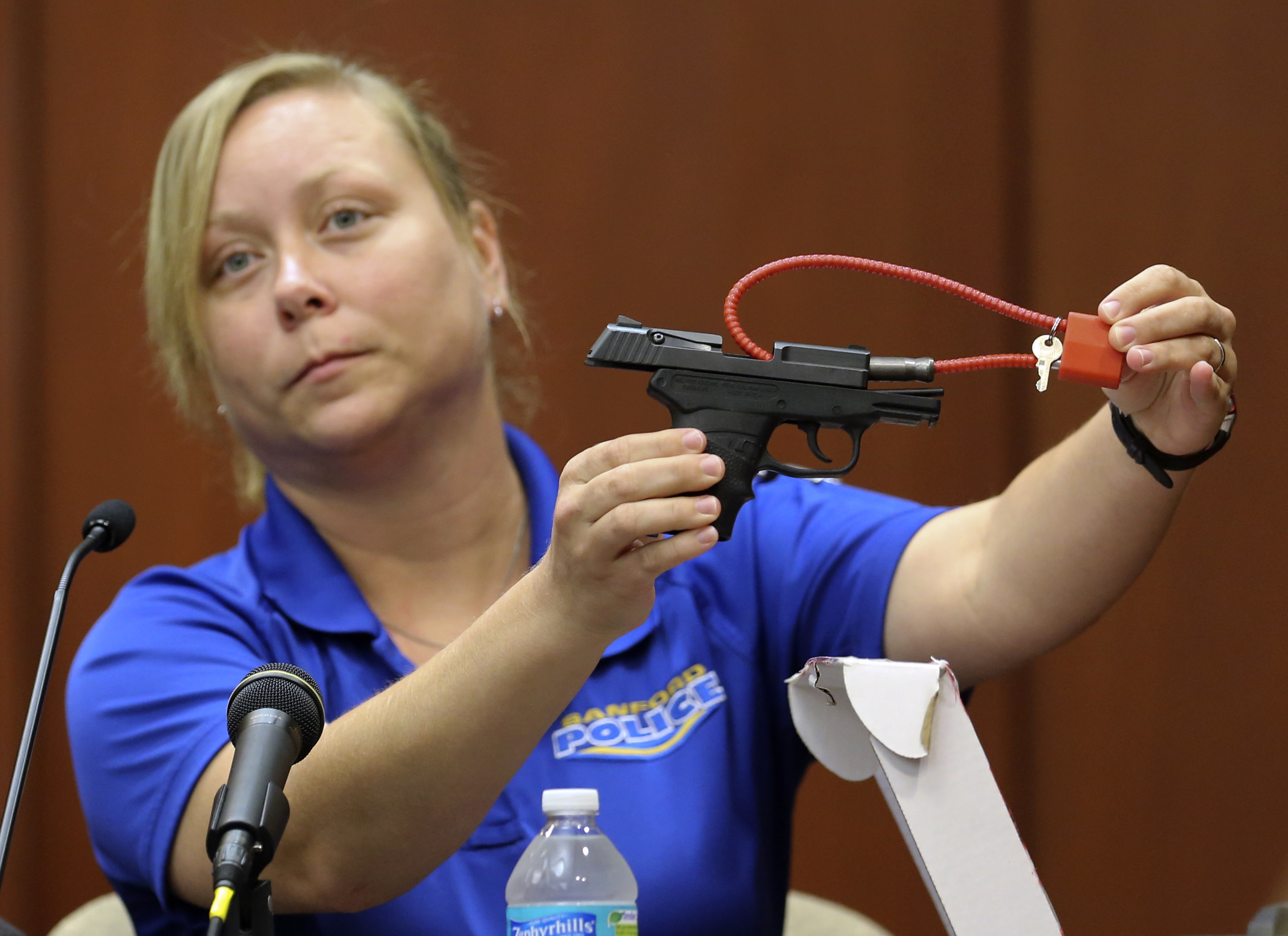 Diana Smith, crime scene technician for the Sanford Police Department, shows the jury a gun that was collected as evidence at the crime scene, during George Zimmerman's trial in Seminole circuit court June 25, 2013 in Sanford, Florida. (Getty)