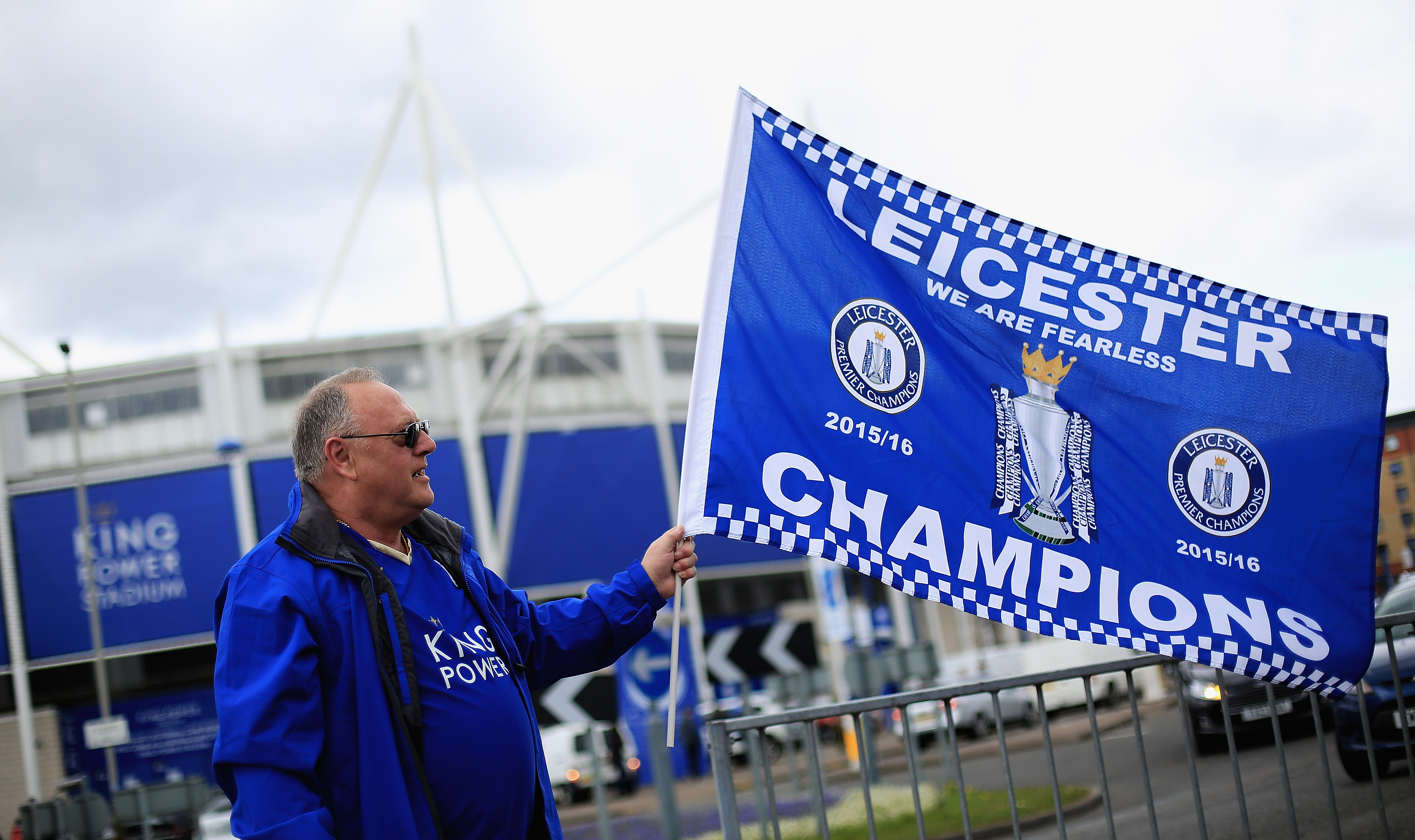 leicester fans, leicester pizza, leicester free beer, leicester fans, leicester stadium, leicester everton, leicester vs everton
