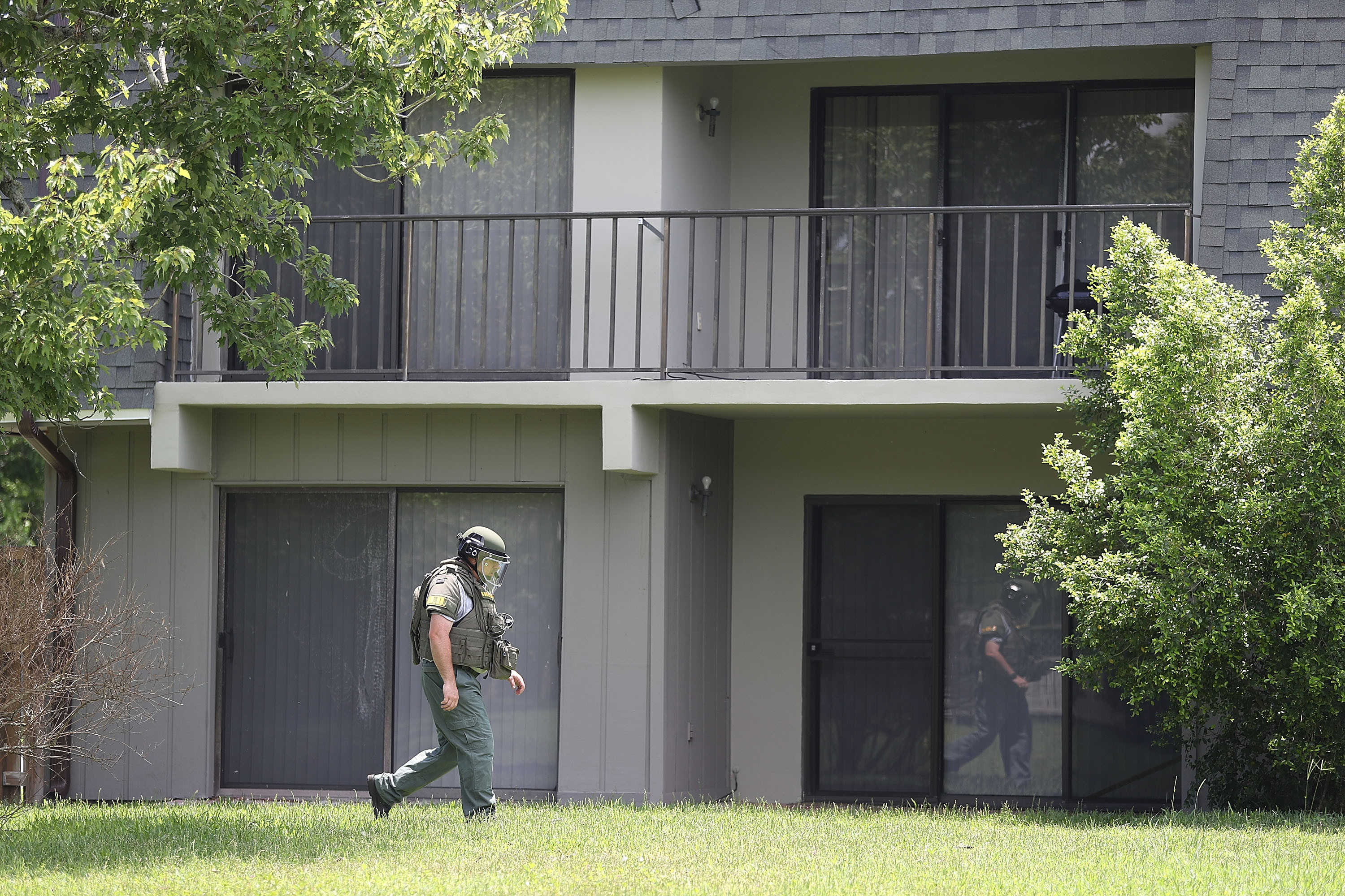 A Bomb Disposal Unit checks for explosives around the apartment building where shooting suspect Omar Mateen is believed to have lived on June 12, 2016 in Fort Pierce, Florida. (Getty)