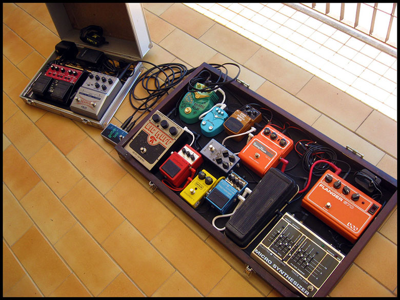 pedalboard, pedal board, guitar 101, guitar effects pedal, guitar effects pedals, pedalboard power supplies, pedalboard power supply, guitar pedal board, pedal power supply, diy pedalboard, guitar pedalboard, custom pedalboards, effects pedals, cheap effects pedals