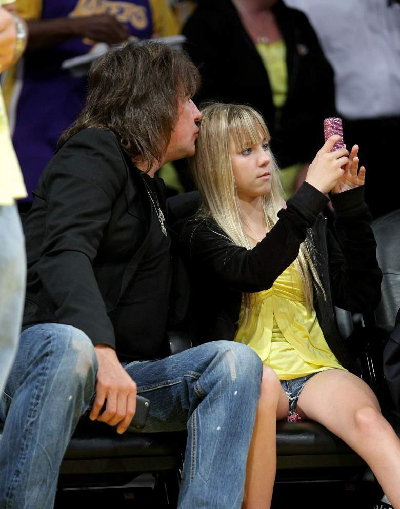 Ava Sambora and her father Richie Sambora  at the Staples Center in Los Angeles in 2009. (Getty)