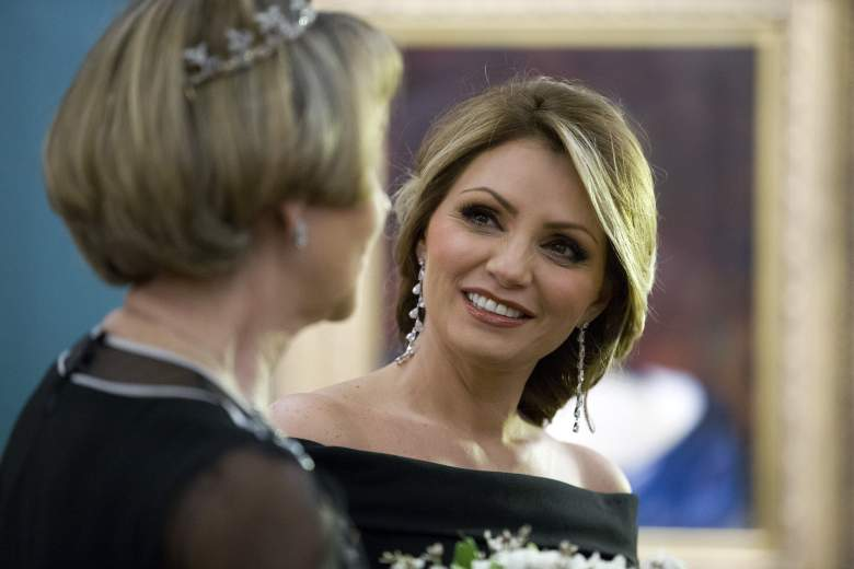 Angelica Rivera (R), wife of Mexican President Enrique Pena Nieto, attends a banquet at the Guildhall in central London on March 4, 2015.  AFP PHOTO / JUSTIN TALLIS        (Photo credit should read JUSTIN TALLIS/AFP/Getty Images)