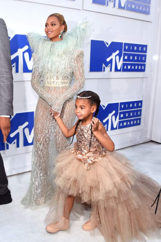 Beyonce, Beyonce VMAs 2016 Performances, Beyonce Dances In Thong At VMAs, Beyonce VMAs Thong
