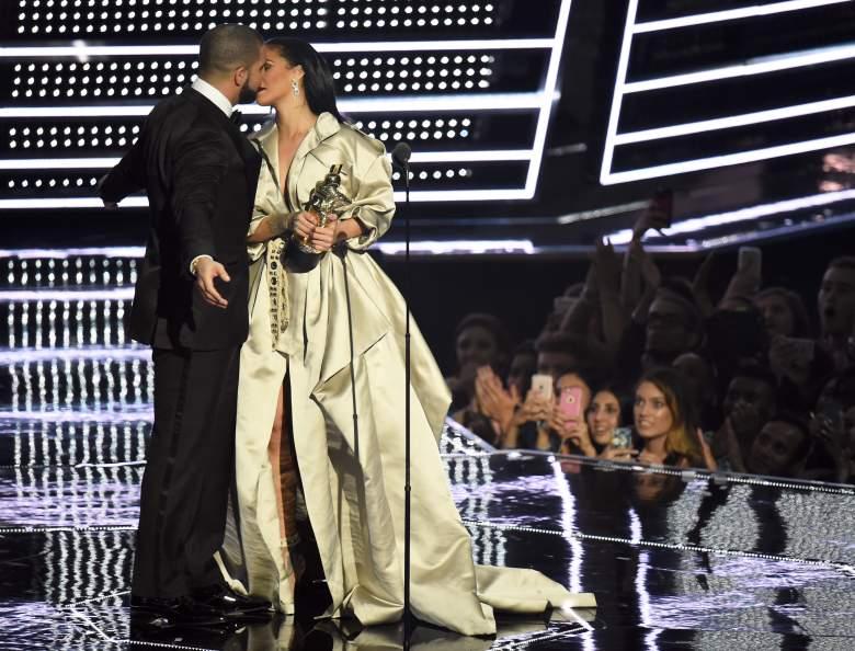 Drake, Drake And Rihanna Kissing, Drake Says He's In Love With Rihanna At VMAs, Drake And Rihanna VMAs