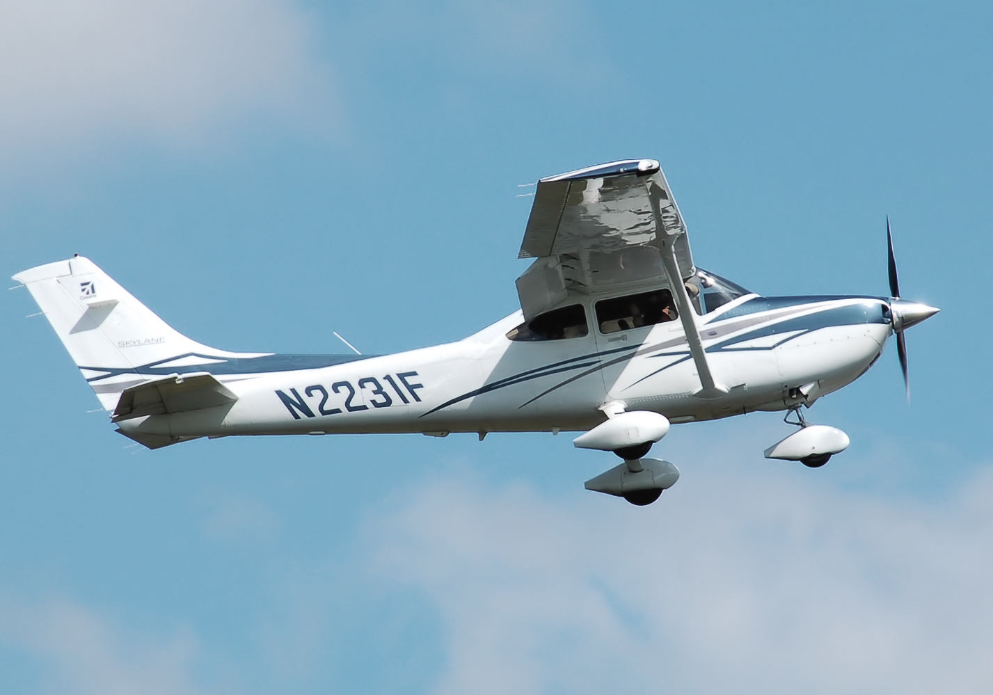 arizona plane crash, gilbert arizona, cause plane crash, crashes into house,number injuries,number fatalities