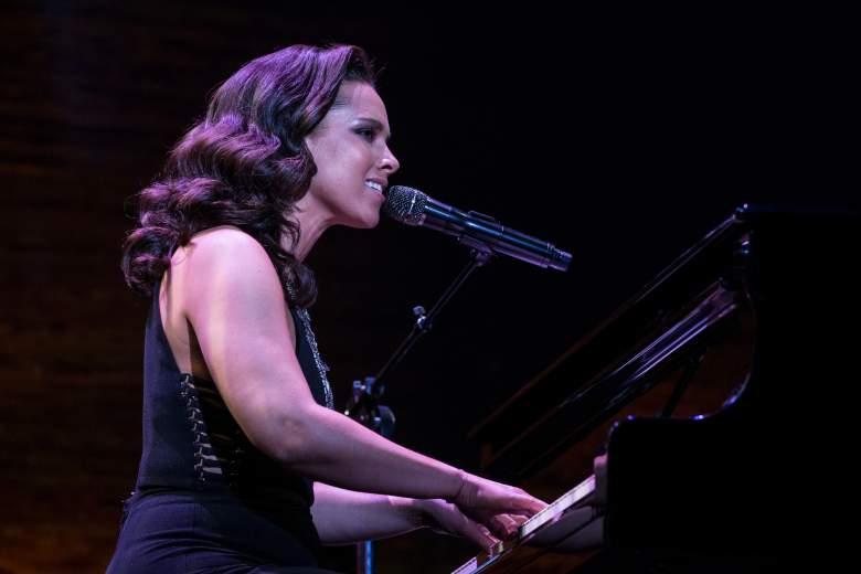 Alicia Keys Net Worth, Alicia Keys piano, Alicia Keys sings, Alicia Keys
