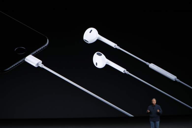 charge iphone 7 while listening to music