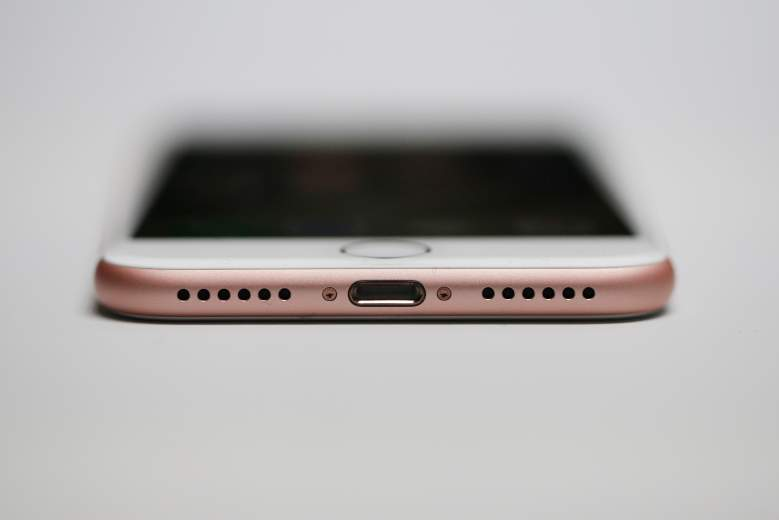 iPhone 7 headphones, iphone 7 headphone jack, iphone 7 bottom