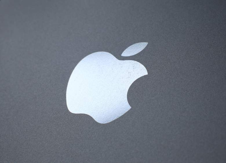 LONDON, ENGLAND - AUGUST 06: An Apple logo is seen on the back on a smartphone on August 6, 2014 in London, England. Smartphone and tablet manufacturers Samsung and Apple have agreed to end all legal cases over patent infringements outside of the US. (Photo by Peter Macdiarmid/Getty Images)