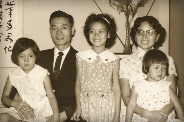 Elaine Chao family, Elaine Chao parents, Elaine Chao sisters