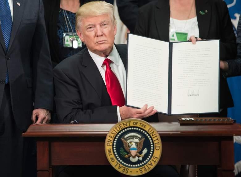 Donald Trump border wall, Donald Trump sign executive order, Donald Trump signs executive order