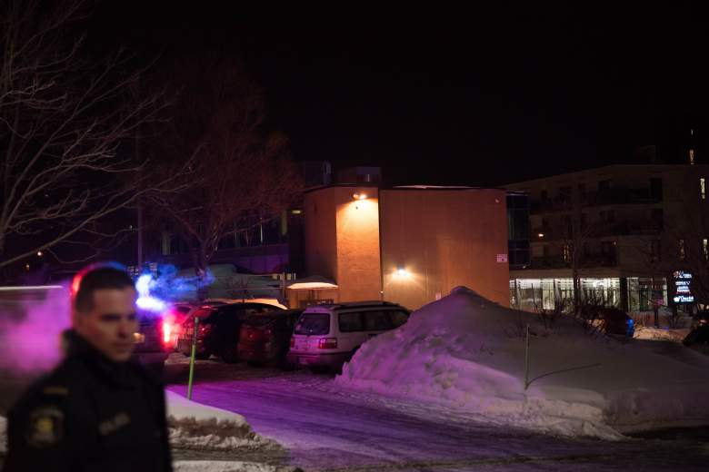 Canadian police officers respond to a shooting in a mosque at the Québec City Islamic cultural center on Sainte-Foy Street in Quebec city on January 29, 2017. (Getty)