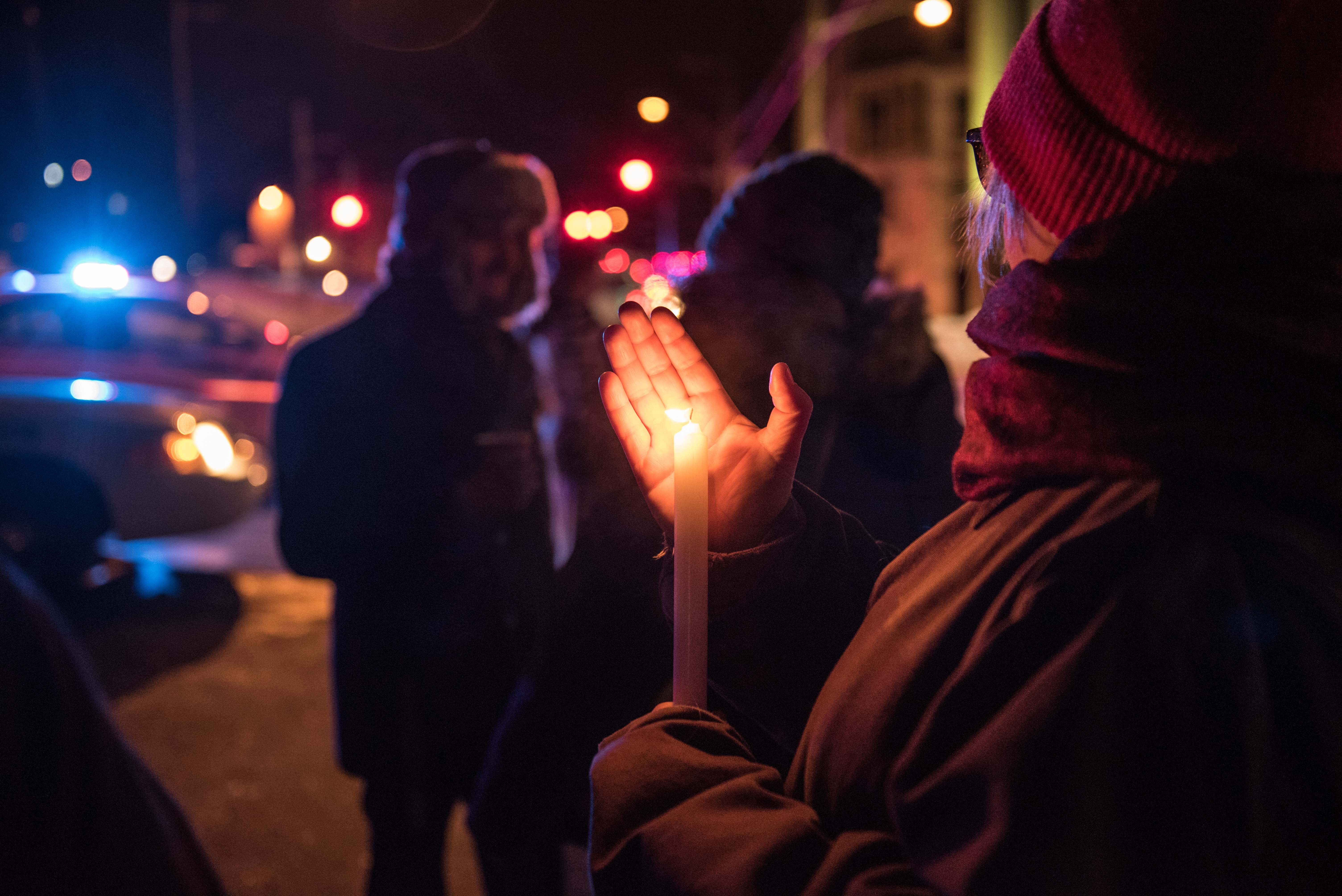 People come to show their support after a shooting occurred in a mosque at the Québec City Islamic cultural center on Sainte-Foy Street in Quebec city on January 29, 2017. (Getty)