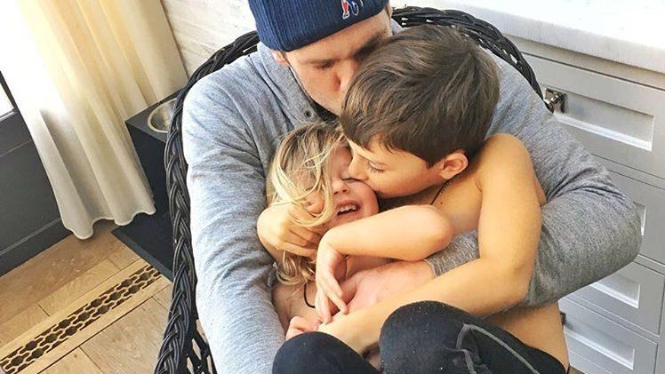 tom brady family photos, wife, gisele bundchen, pictures, sisters, son, daughter, benjamin, vivian lake, dad, mom, parents