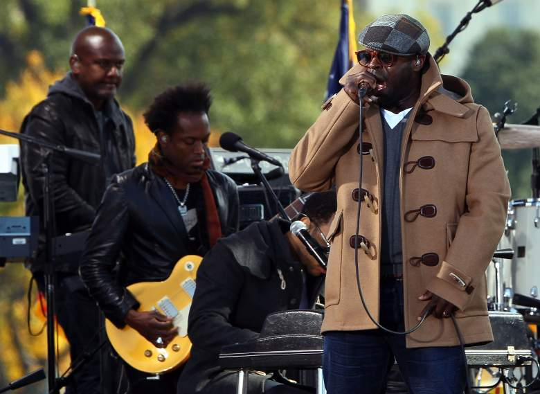 WASHINGTON - OCTOBER 30: Black Thought (R) of The Roots performs at the Rally To Restore Sanity And/Or Fear on the National Mall on October 30, 2010 in Washington, DC. Comedians Jon Stewart and Steven Colbert are scheduled to hold the rally, which tens of thousands of people are expected to attend. (Photo by Win McNamee/Getty Images)