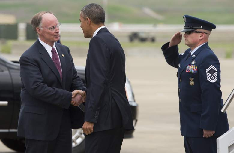 President Barack Obama shakes hands with Alabama Governor Robert Bentley upon arrival on Air Force One at Birmingham-Shuttlesworth International Airport in Birmingham, Alabama, March 26, 2015. (Getty)