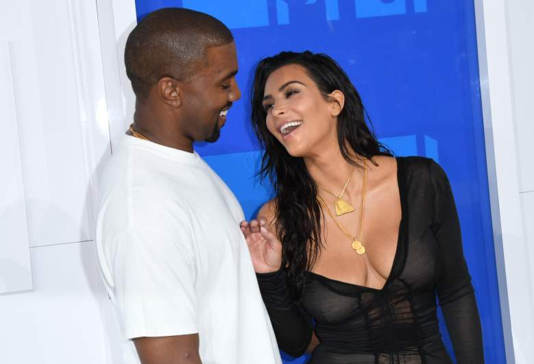 Kim Kardashian and Kanye West arrive for the 2016 MTV Video Music Awards August 28, 2016 at Madison Square Garden in New York. / AFP / Angela Weiss (Photo credit should read ANGELA WEISS/AFP/Getty Images)