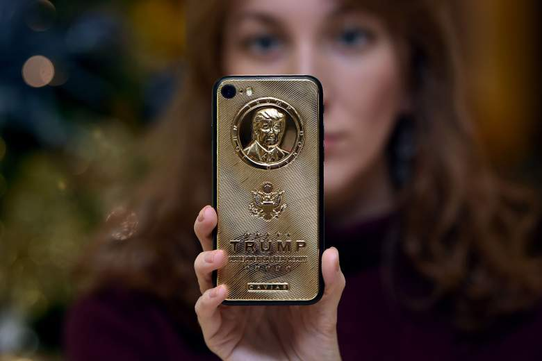 what type of smartphone does president trump use, does donald trump use an android, does donald trump use an iphone, donald trump android, donald trump galaxy, donald trump phone, donald trump smartphone