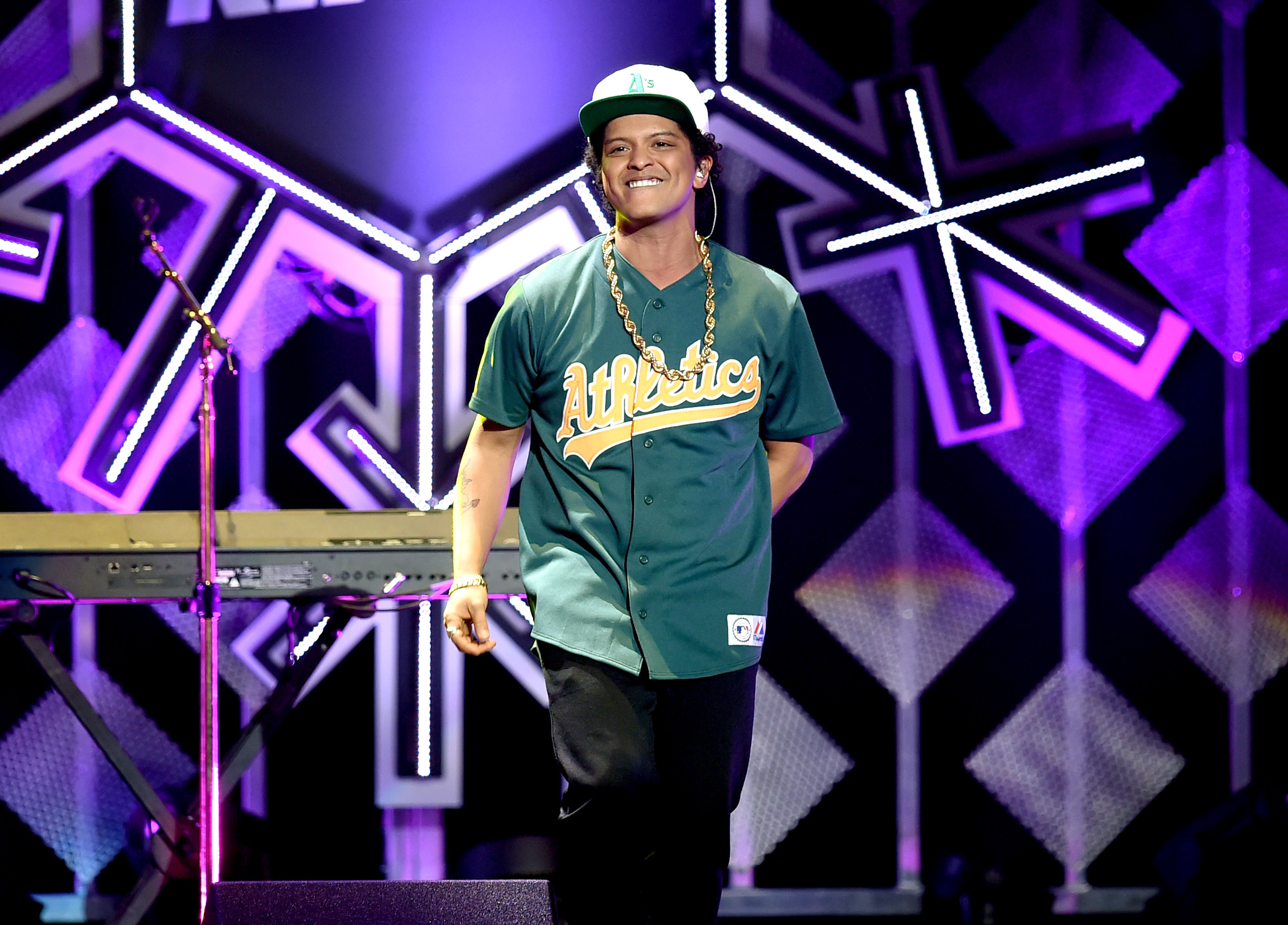 Bruno Mars performs during 102.7 KIIS FM's Jingle Ball on December 2, 2016 in Los Angeles, California. (Photo by Kevin Winter/Getty Images for iHeartMedia)