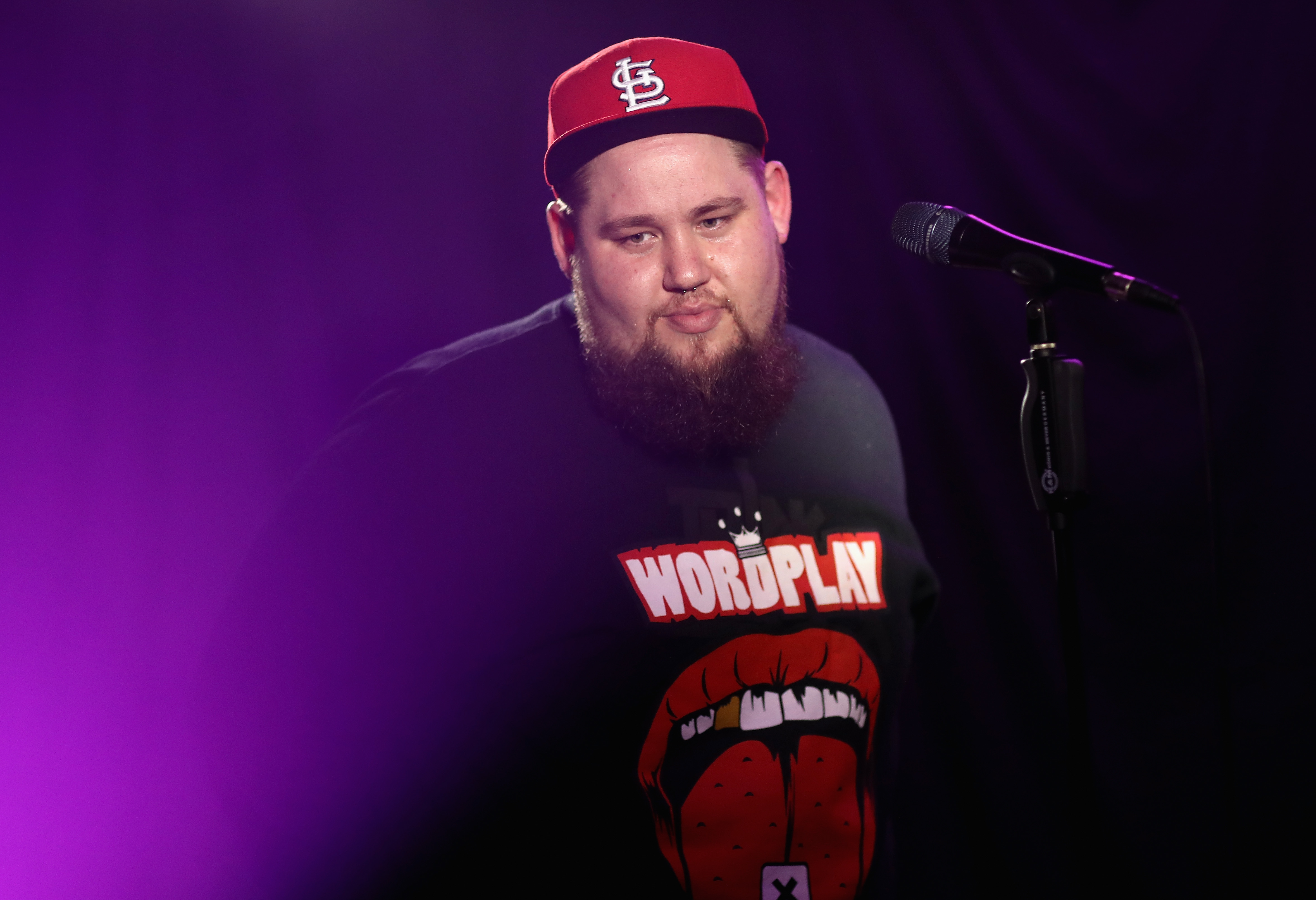 Rag'n'Bone Man performs as he visits Kiss Radio on February 1, 2017 in London, England.  (Photo by Chris Jackson/Getty)