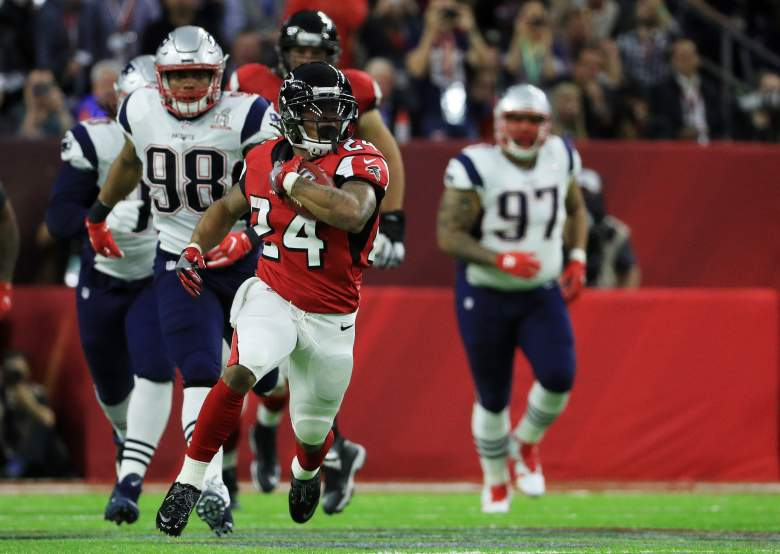 Devonta Freeman of the Atlanta Falcons runs for a first down during Super Bowl 51 at NRG Stadium on February 5 in Houston, Texas.  (Getty)