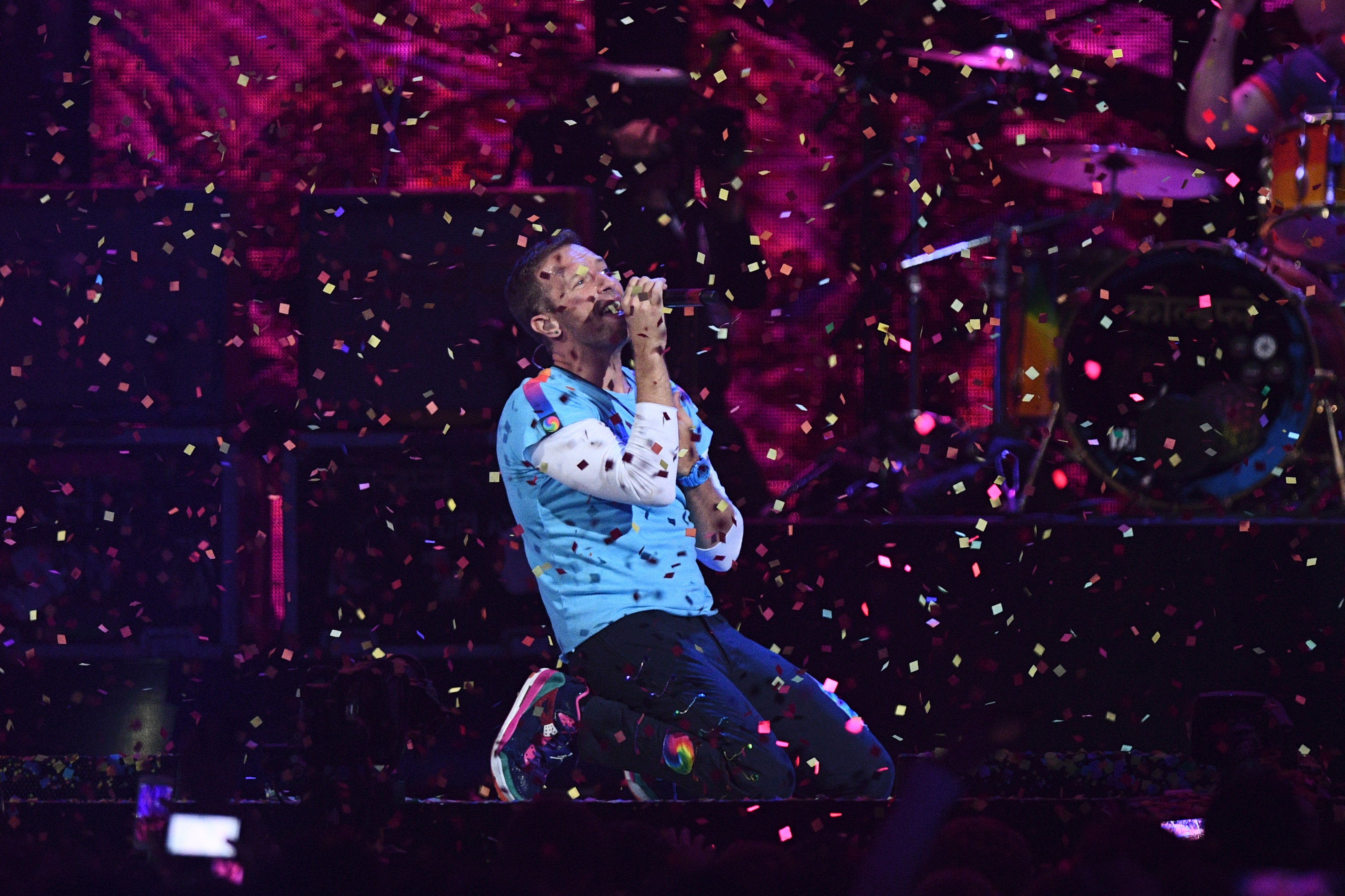 Chris Martin performs with The Chainsmokers during the BRIT Awards ceremony n London on February 22, 2017. (Photo by JUSTIN TALLIS/AFP/Getty Images)