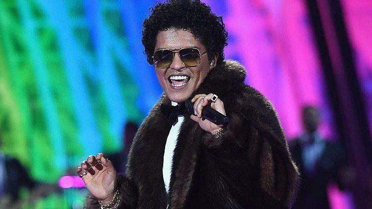 Bruno Mars Songs, Bruno Mars Tour Dates, Bruno Mars Visionary Award 2017 Teen Choice Awards