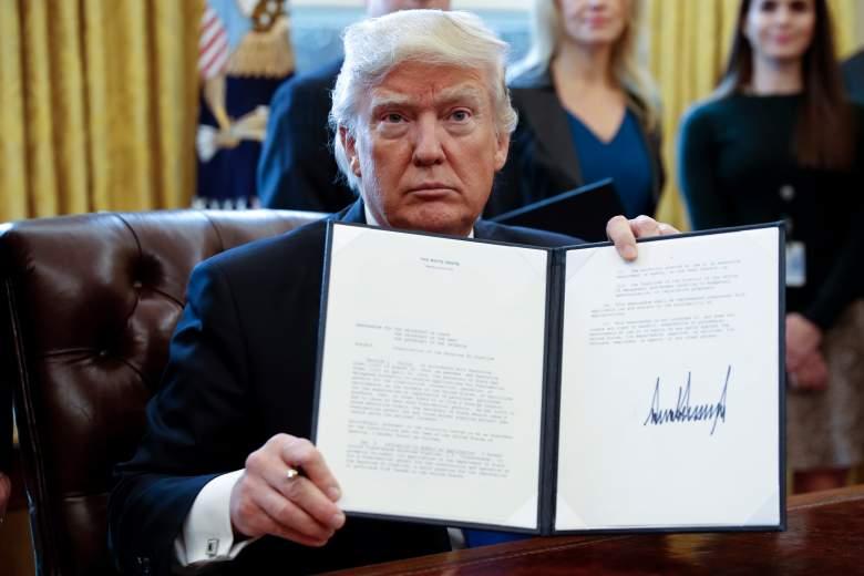 Donald Trump, Donald Trump executive order, Donald Trump sign executive order