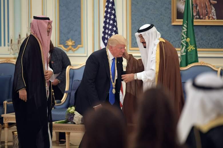 trump bowing, trump bows