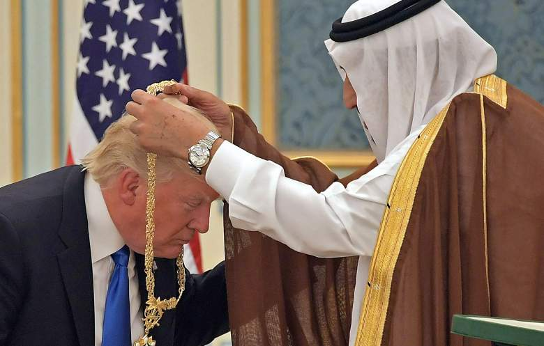 trump bows to saudi king